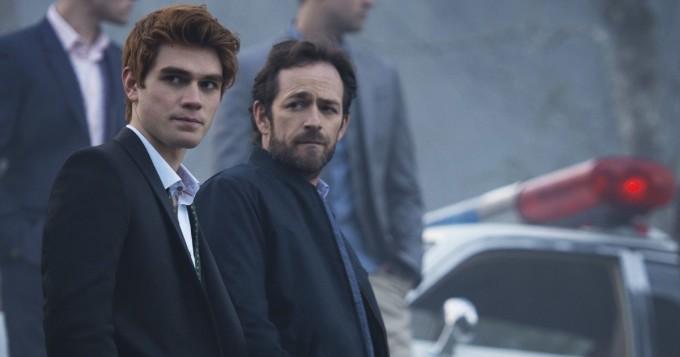 Riverdale-tähdet kertovat ajatuksensa uuden kauden tunteikkaasta avausjaksosta - Luke Perry keskiössä