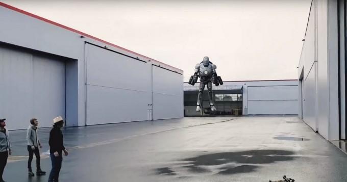 Kuin Marvel-leffojen Iron Man! Myytinmurtajat-mies Adam Savage rakensi lentämisen mahdollistavan puvun