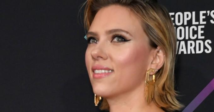 Ohhoh! Scarlett Johanssonin povi pursuili ulos gaala-asusta