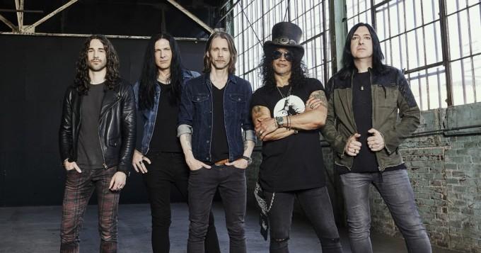 """Slash ft. Myles Kennedy & The Conspirators julkaisi uuden singlen - """"Kuinka ihmisiä voidaan aivopestä jollakin vaarallisella idealla"""""""