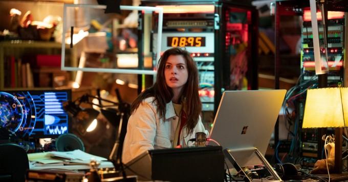 Amazon Prime Video nyt: Black Mirror -vertauksia kerännyt Solos - mukana mm. Morgan Freeman ja Anne Hathaway