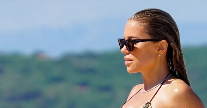 Mikä bikinihottis! Sylvie Meis, 42, kääntää päät