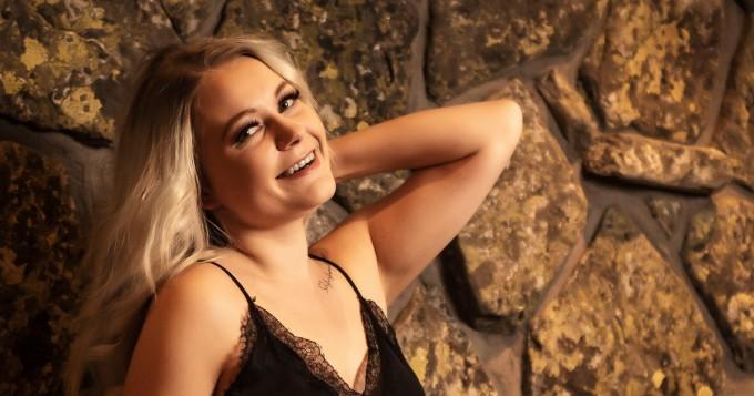 """Temptation Island Suomi 9: tältä näyttää kouvolalainen sinkku Inka, 26 - """"Elämäniloa ei minulta puutu"""""""