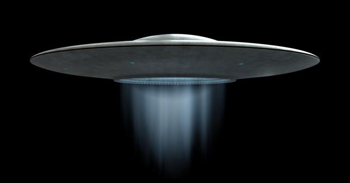 """Kohuttujen UFO-videoiden julkaiseminen olisi väitetysti uhka - tuntemattomat miehet hakivat lentotukialukselta alkuperäiset """"TicTac-videot"""" pois"""