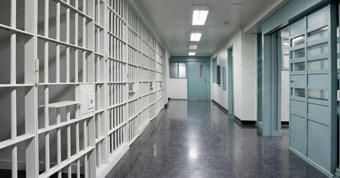 Mies tuomittiin armotta 12 vuodeksi vankeuteen - syynä putkassa mukana ollut kännykkä