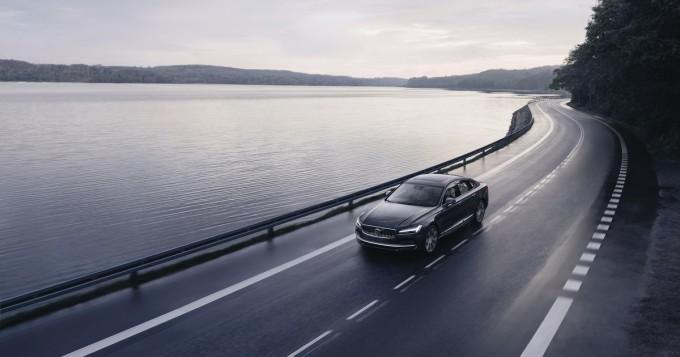 Volvo vahvana huhtikuun rekisteröinneissä