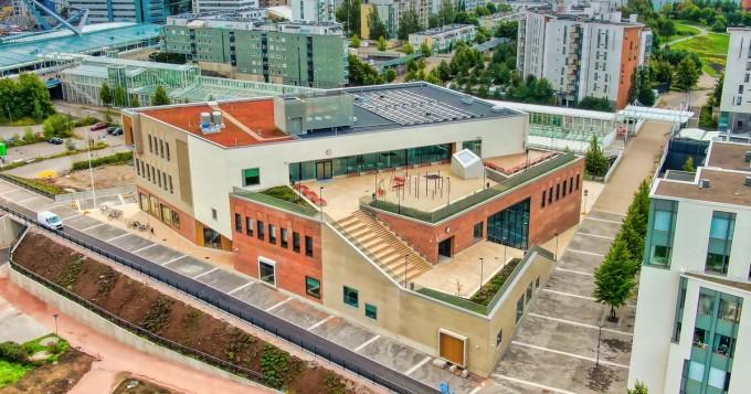 Helsinki: Vuosaaren lukion uusi rakennus on otettu käyttöön