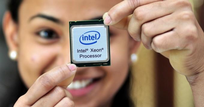 Miten Intel valmistaa tietokoneiden prosessoreja? Kiehtova video näyttää