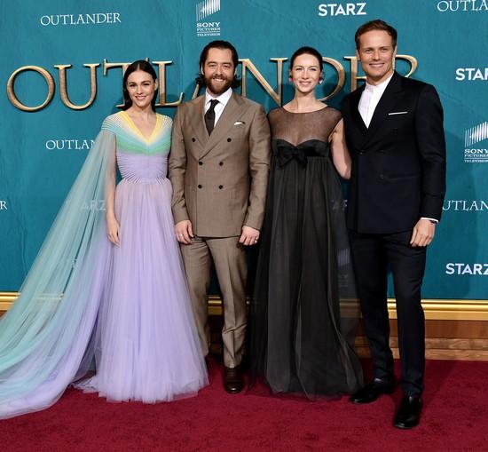 Outlander - Sophie Skelton, Richard Rankin, Caitriona Balfe, Sam Heughan
