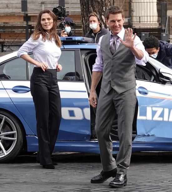 Tom Cruise - Hayley Atwell