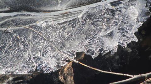 Isiga vägar försvårar sophämtningen
