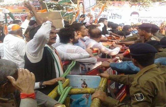 BREAKING : पटना के SDM-ASP(L&O)पर मुकदमा,  लाठीचार्ज के खिलाफ कांग्रेस गयी कोर्ट में