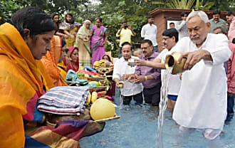मुख्यमंत्री आवास में छठ पूजा का आयोजन, सीएम नीतीश ने दिया अर्ध्य