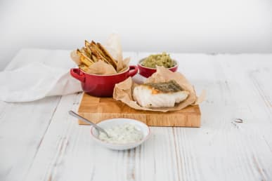 https://res.cloudinary.com/fish-for-thought/image/upload/f_auto/Cod%2C%20Mushy%20Peas%2C%20Chips%2C%20Tartare%20Sauce_1524661525