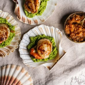 scallops with pea puree and chorizo jam