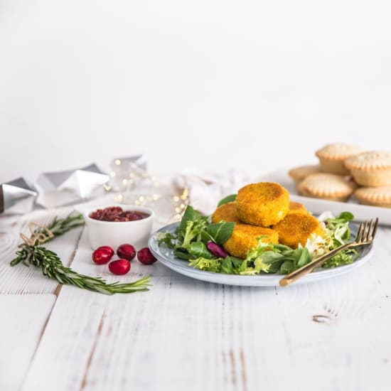Lobster Cakes with Cranberry and Chilli Dip
