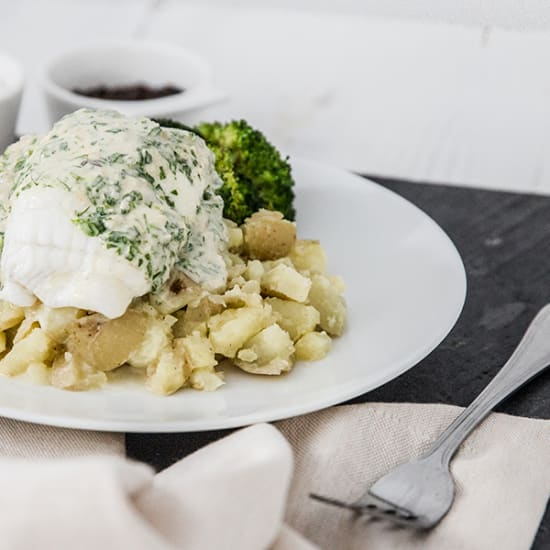 Steamed Cornish Plaice Fillets, Crushed Potatoes, Broccoli & Tarragon Sauce