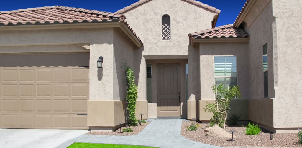 This Gilbert, AZ home looks stunning with a fresh coat of long-lasting Dunn-Edwards paint, applied by Crash of Rhinos.