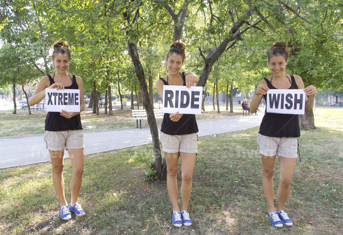 holding-a-sign_ws_1377295412