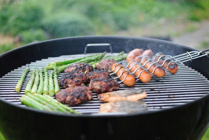 throwing a housewarming party, how to throw a successful housewarming party, throwing a BBQ for housewarming party