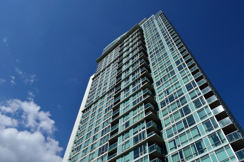 Toronto, investing in real estate, condos, should I invest in condos?, Toronto realtors who specialize in condos, Toronto real estate agents who specialize in investment properties, pros and cons to investing in condos, how investing in condos works