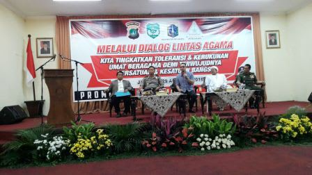 Keterangan Foto: ki-ka : Taufiq Rahman Azhar - FKUB DKI Jakarta, Kapolda Metro Jaya, Aiman Wicaksono, Habib Rizieq dan Kol. Marsudi