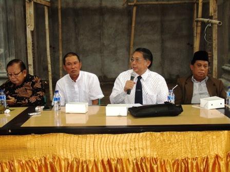 Wakil Ketua FKUB Provinsi DKI Jakarta Bidang Rekomendasi Rudy Pratikno, SH memimpin pertemuan dengan panitia pembangunan Masjid Miftahul Jannah dan tokoh masyarakat
