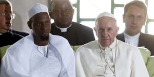 paus-fransiskus-melawat-ke-masjid-di-afrika-tengah-rev4