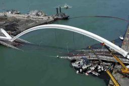 Indonesia bridge collapse