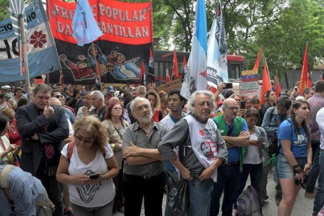 Argentinians protest