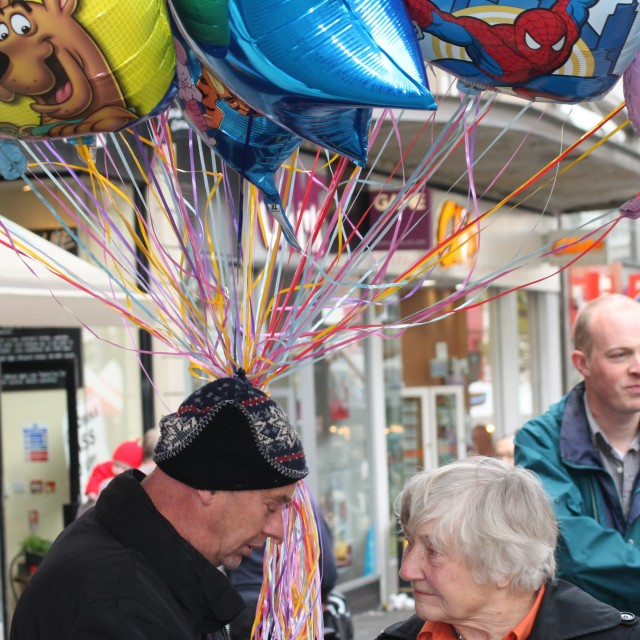 """Shirley Williams and the Baloon Seller"" stock image"