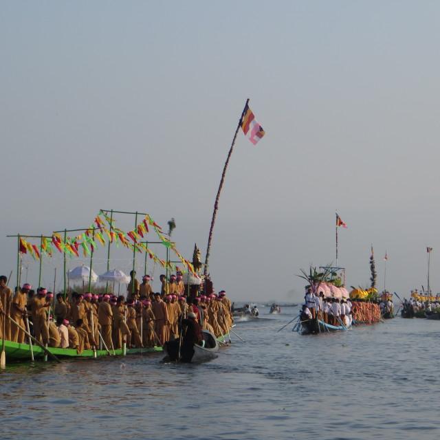 """Inle Lake leg rowers lining up at the Bhudda procession"" stock image"