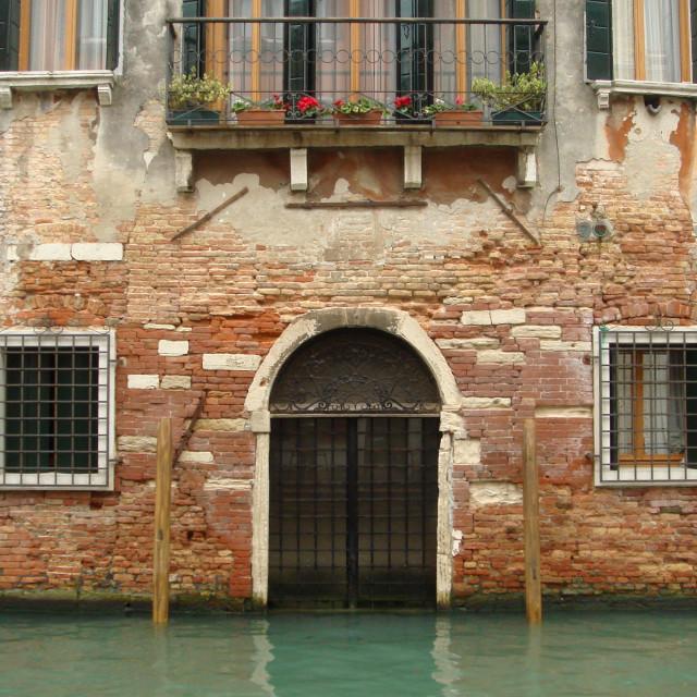 """""""sinking house"""" stock image"""