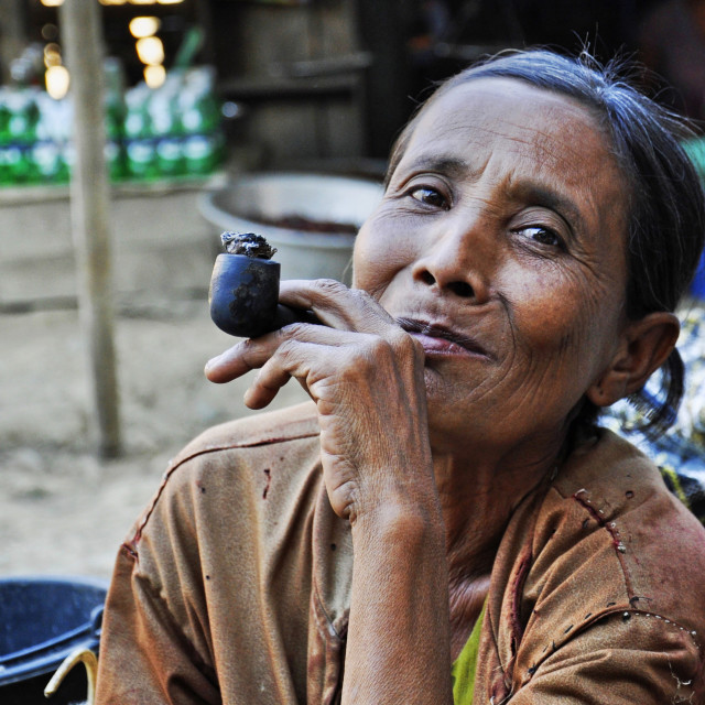 """PIPE SMOKING MARKET WOMAN"" stock image"