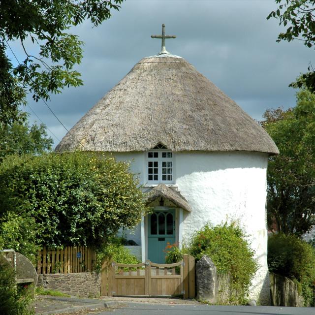 """""""Thatched round house, Veryan, Cornwa"""" stock image"""