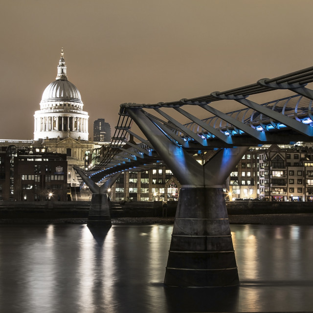 """Bridge to St.Pauls Cathedral"" stock image"