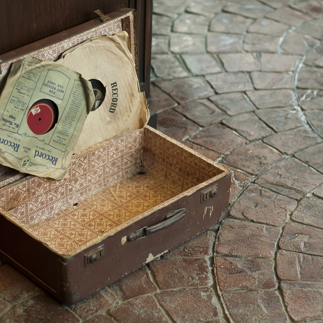 """""""Old Antique suitcase with gramophone discs"""" stock image"""