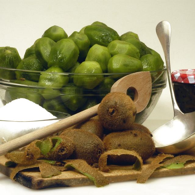 """to make jam of kiwi"" stock image"