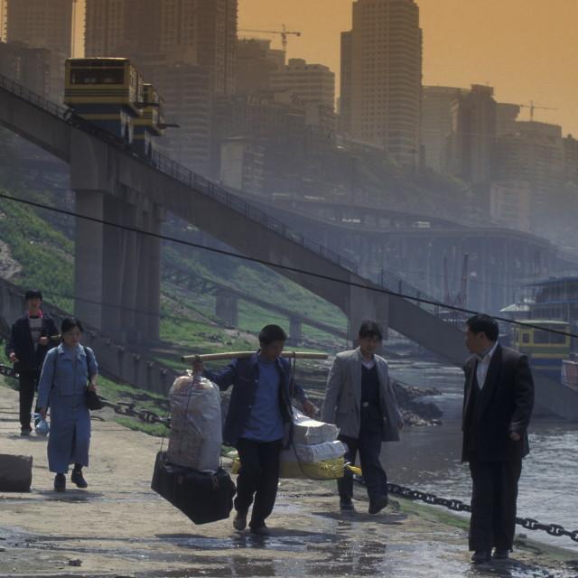 """""""WIRTSCHAFT METROPOLE MILLIONENSTADT YANGZEE RIVER FLUSS ALLTAG"""" stock image"""