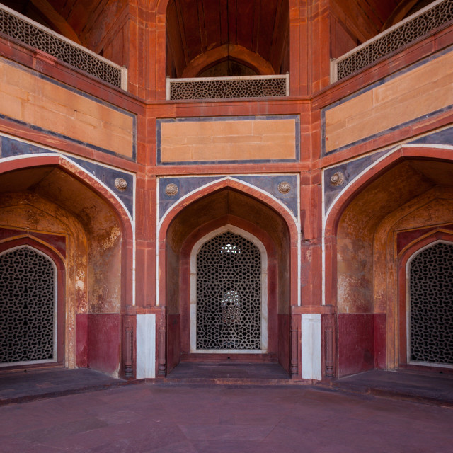 """""""Arch with carved marble window. Mughal style. Humayun's tomb, Delhi"""" stock image"""