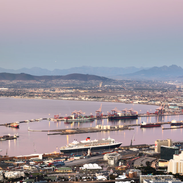 """""""Queen Mary 2 at dusk in Cape Town Harbour"""" stock image"""