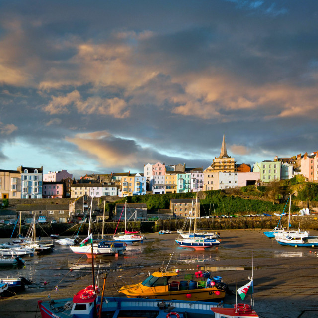"""The beach front at Tenby town in Pembrokeshire"" stock image"