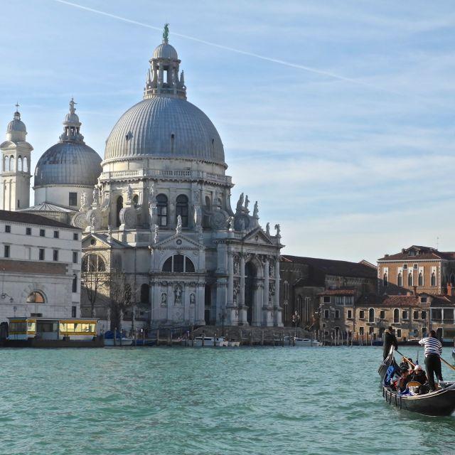 """""""chiesa della Salute con gondola"""" stock image"""
