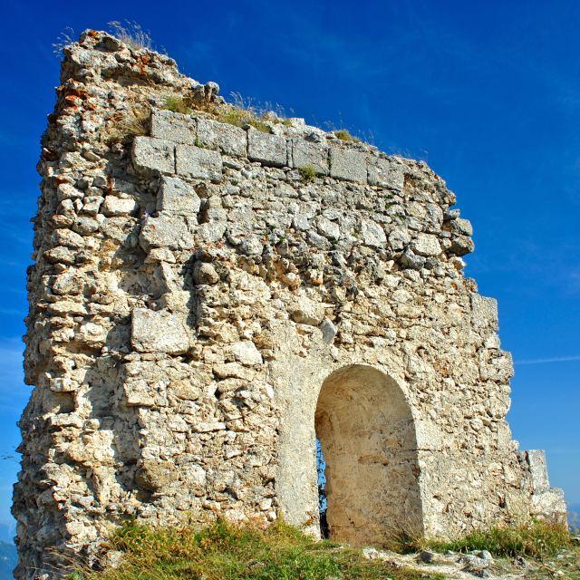 """""""Ruderi, resti della recinzione del Castello"""" stock image"""