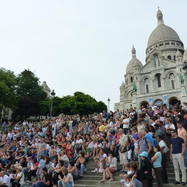 """{Paris Basilique Sacre Coeur full of tourists"" stock image"