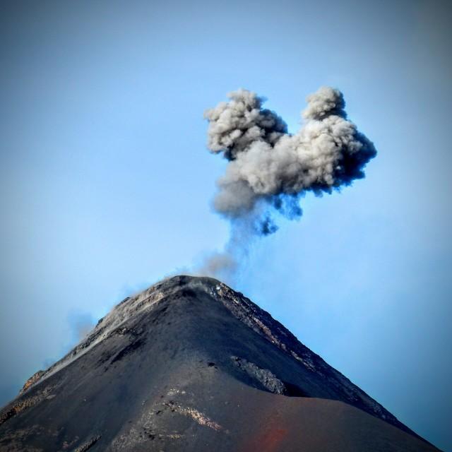 """""""Actividad Volcán de Fuego (""""Volcano of Fire activity""""), Guatemala."""" stock image"""