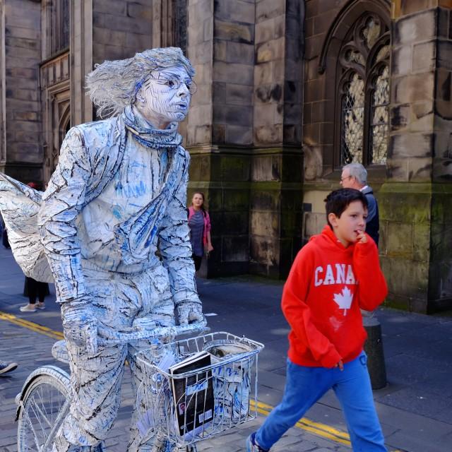 """""""Edinburgh Fringe Street performer"""" stock image"""