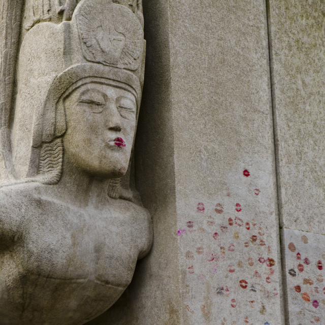 """Oscar Wilde's tomb kissed"" stock image"