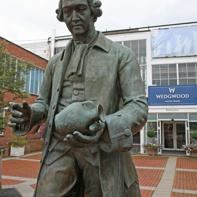 """""""Statue of potter Josiah Wedgwood outside the visitor centre at the Wedgwood pottery factory Barlaston, Stoke-on-Trent, Staffs, England"""" stock image"""