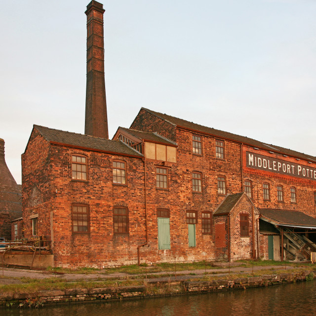 """Middleport pottery factory with a bottle oven or kiln, Stoke-on-Trent, North Staffordshire, Staffs, West Midlands, England, United Kingdom, UK"" stock image"